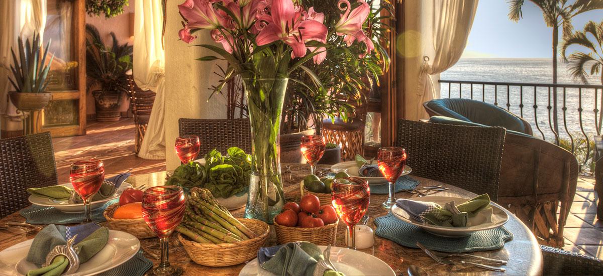 villa azul celeste table food
