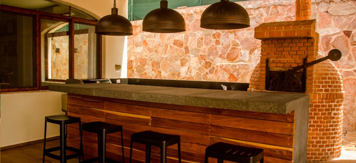 villa casa del mar pizza oven