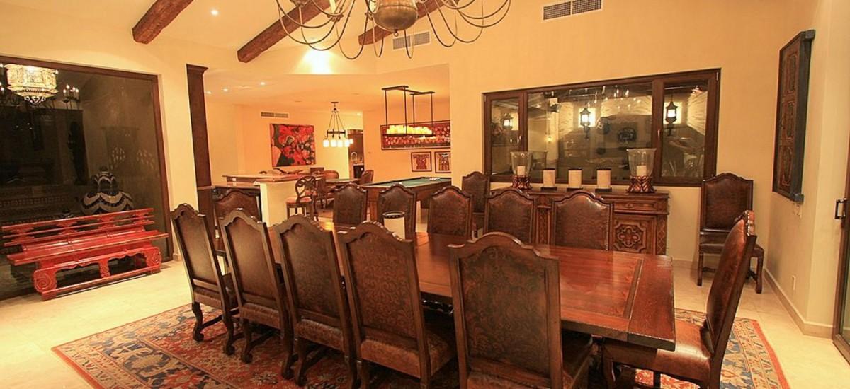villa cielo dining room