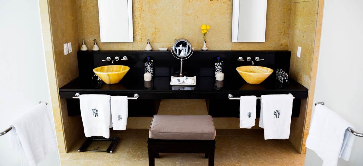 villa ciruelo bathroom