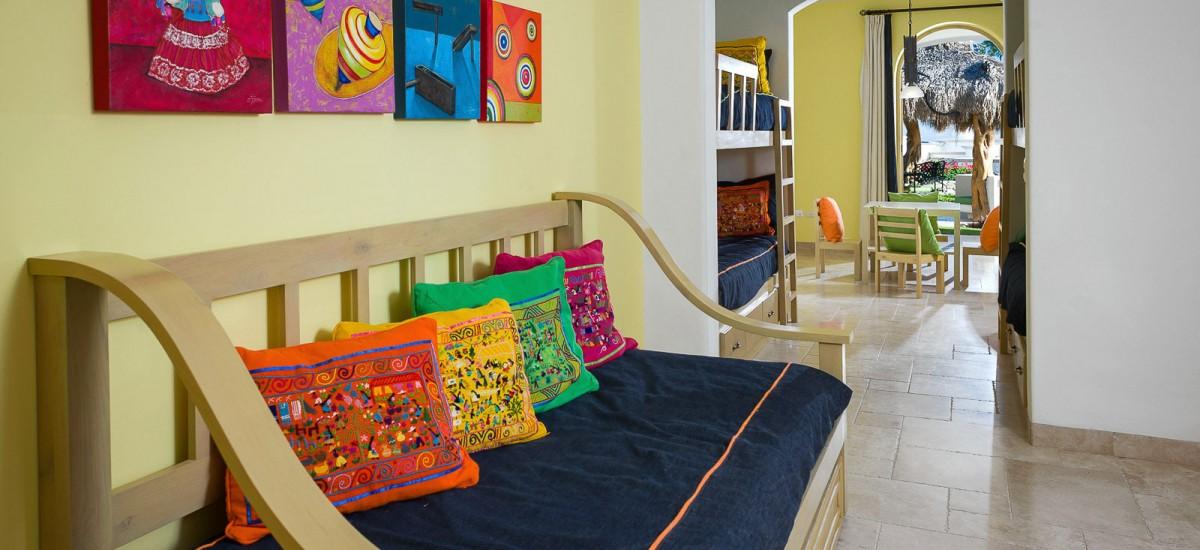 villa de los faros couch