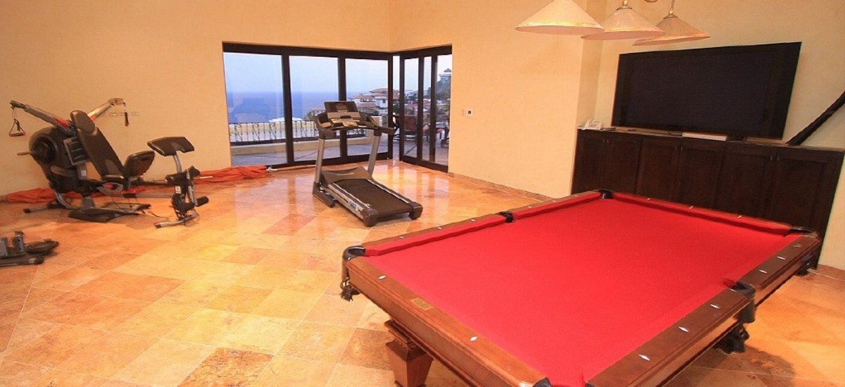 villa de los suenos pool table