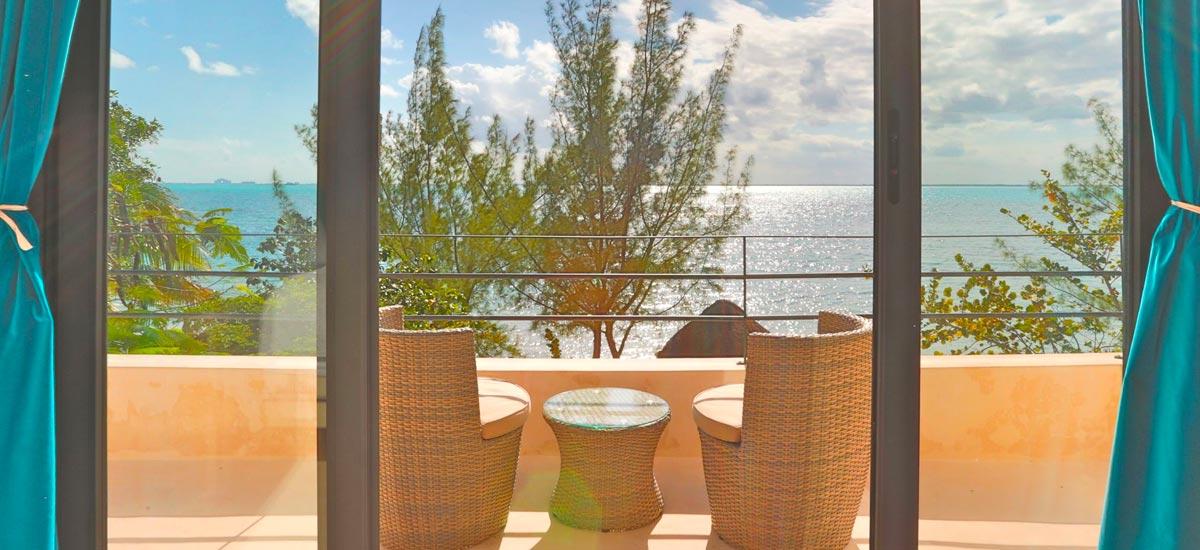 villa encantada balcony