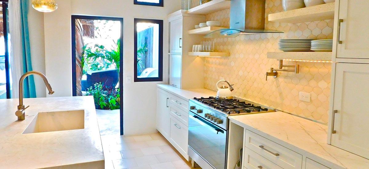 villa encantada full kitchen