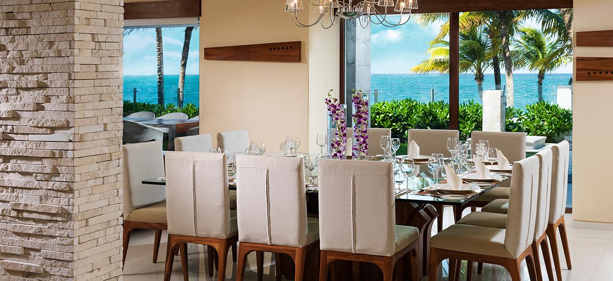 villa esmeralda dining