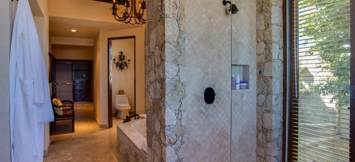 villa fuego y agua bathroom 2