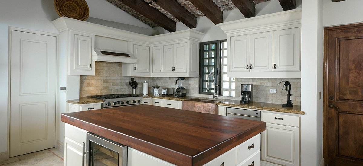 villa la roca kitchen