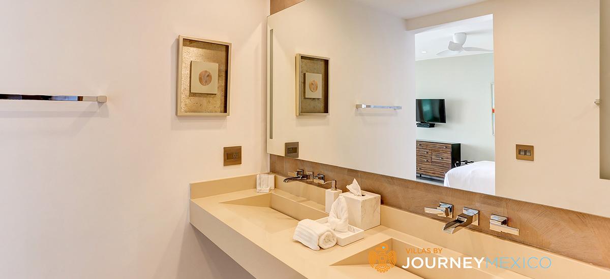 villa lands end bathroom 2