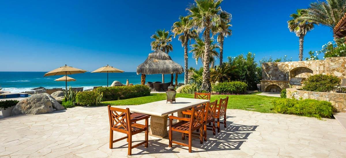 Villa Las Arenas 104 outdoor dining