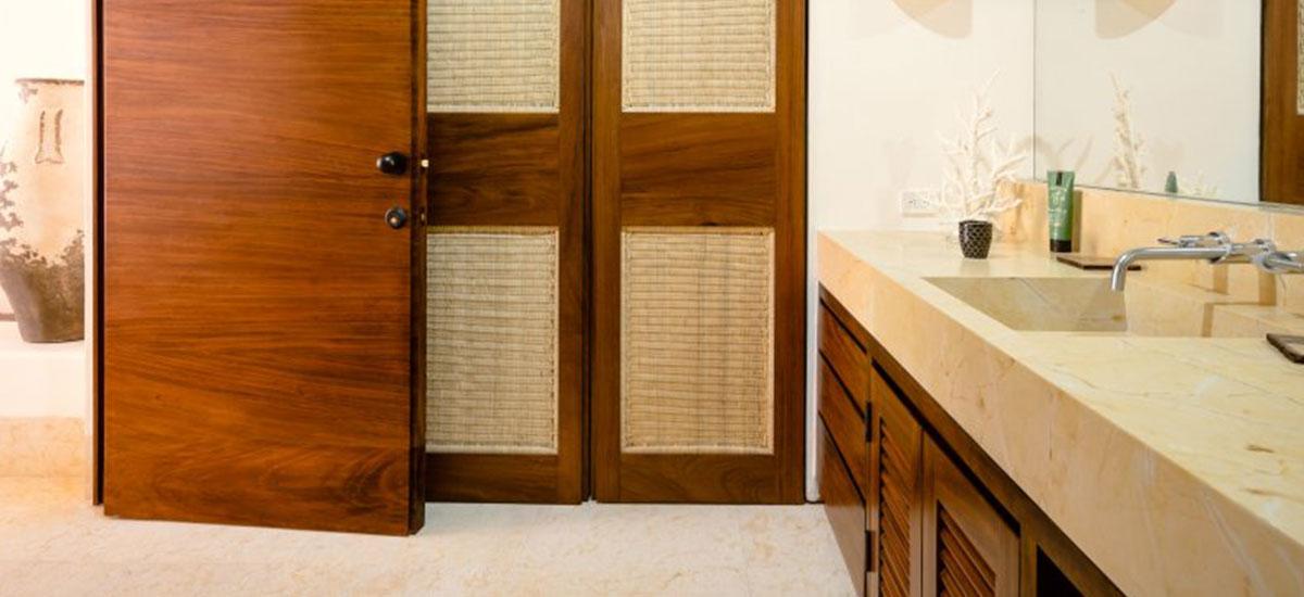 Villa Las Palmas 36 Entrance Bathroom