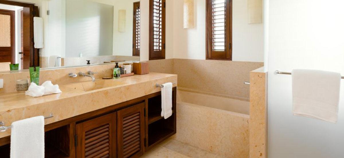 Villa Las Palmas 36 Bathroom Jacuzzi
