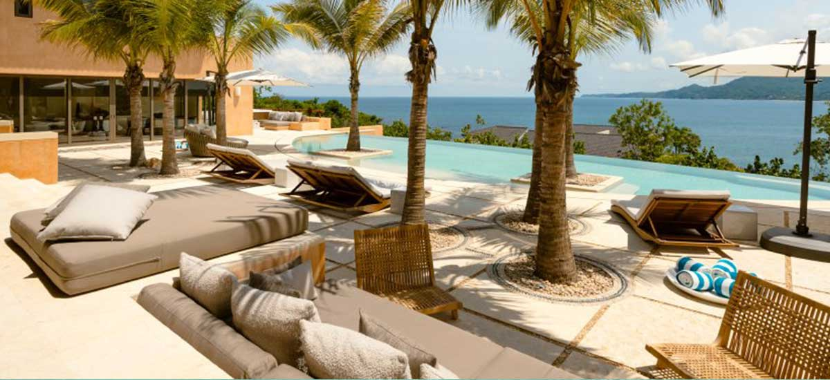 Villa Las Palmas 36 Lounge Chairs with pool