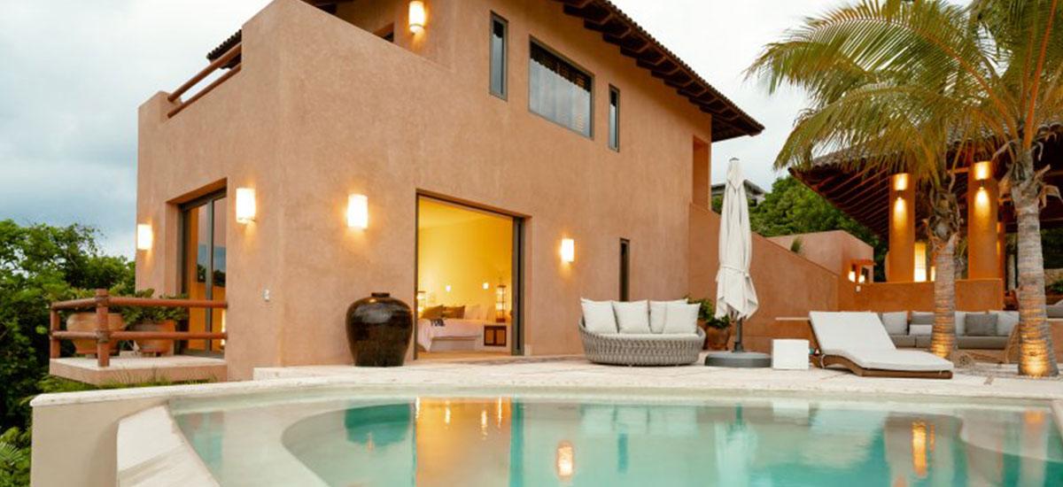 Villa Las Palmas 36 Outview with Pool