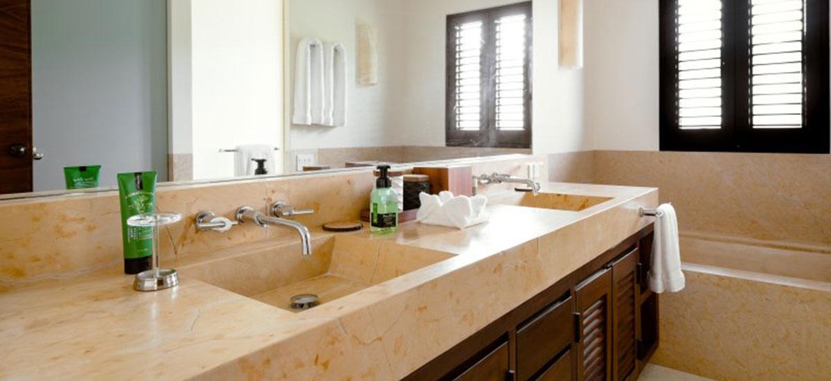 Villa Las Palmas 36 Romm with Two Sinks