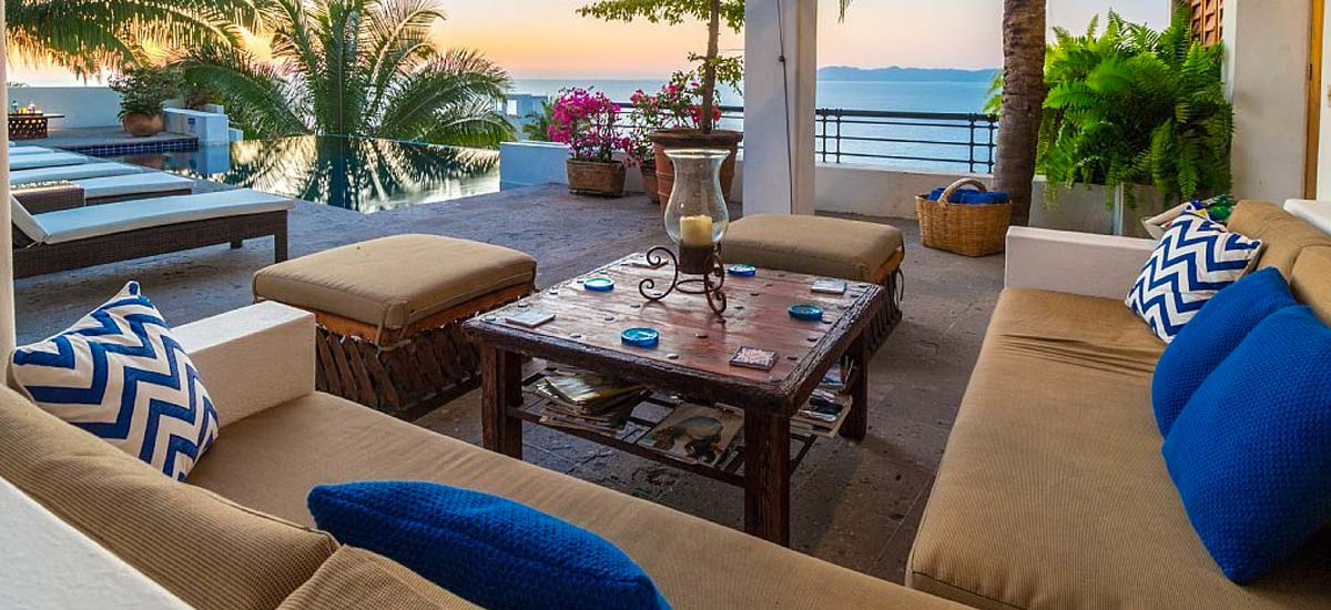 villa lucia outdoor living room