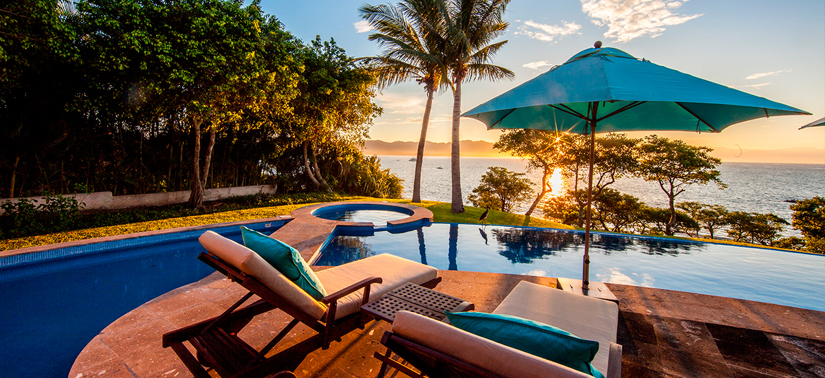 villa lunada pool sunset
