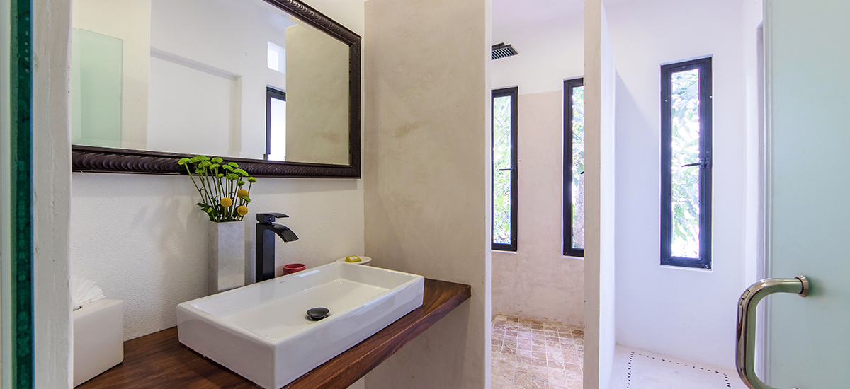villa mandarinas bathroom