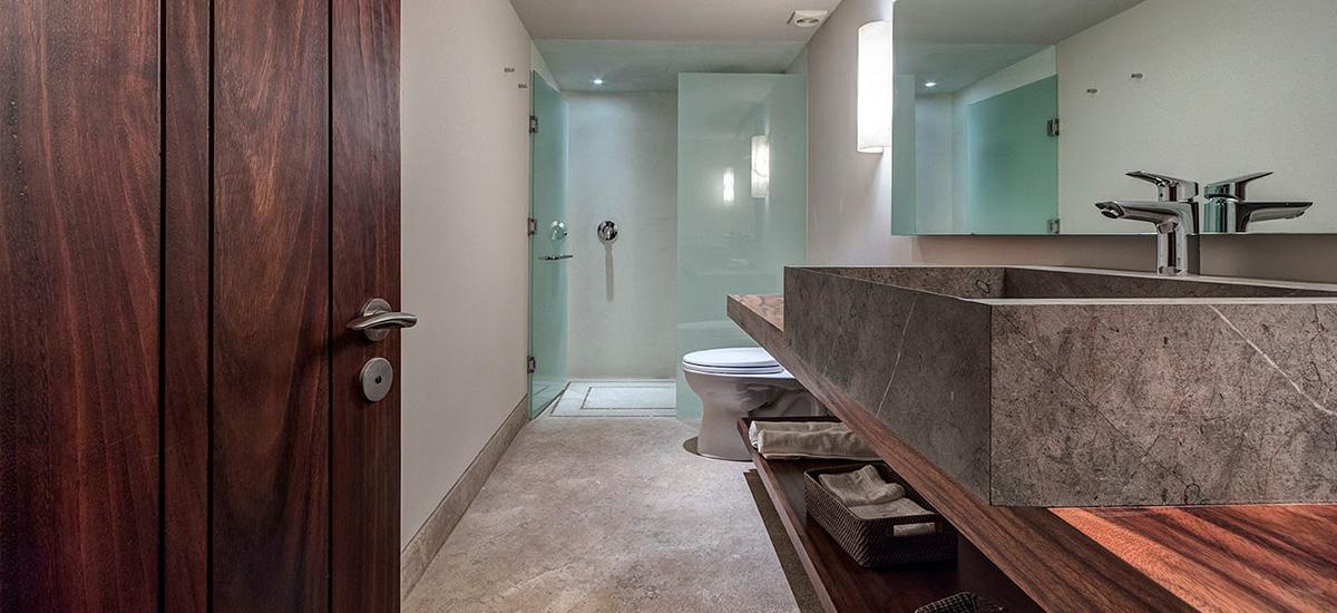 villa marlago bathroom