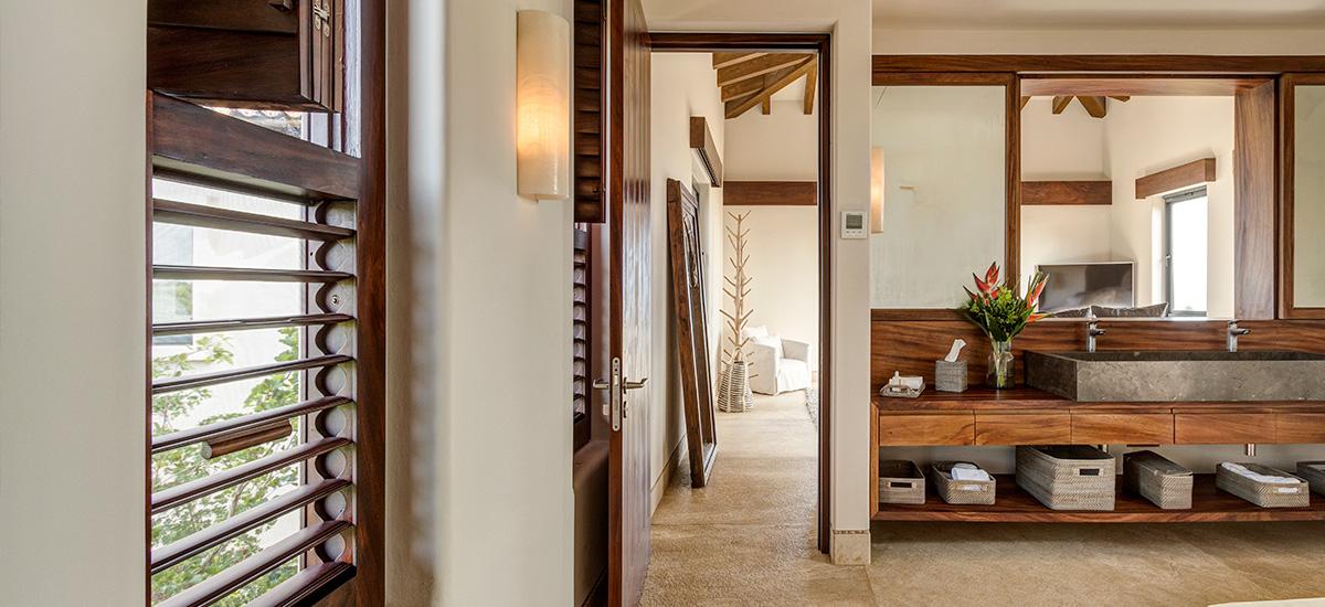 villa marlago bedroom bathroom