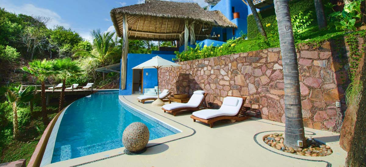 villa nido amor pool outside