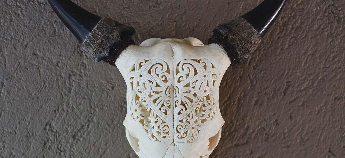 villa nomade decoration skull