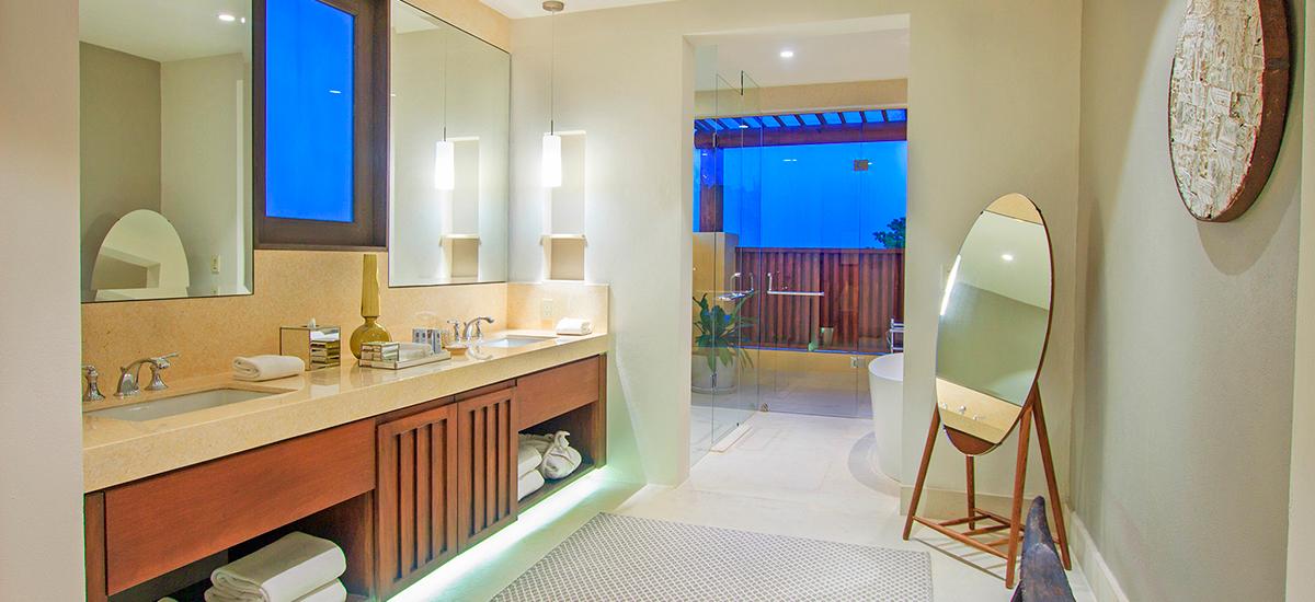 villa pacifico bathroom