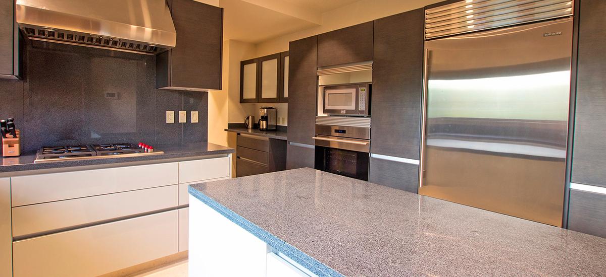 villa pacifico kitchen