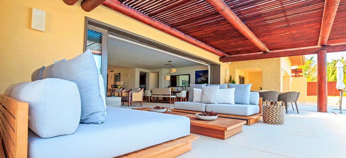 villa pacifico sofa outside
