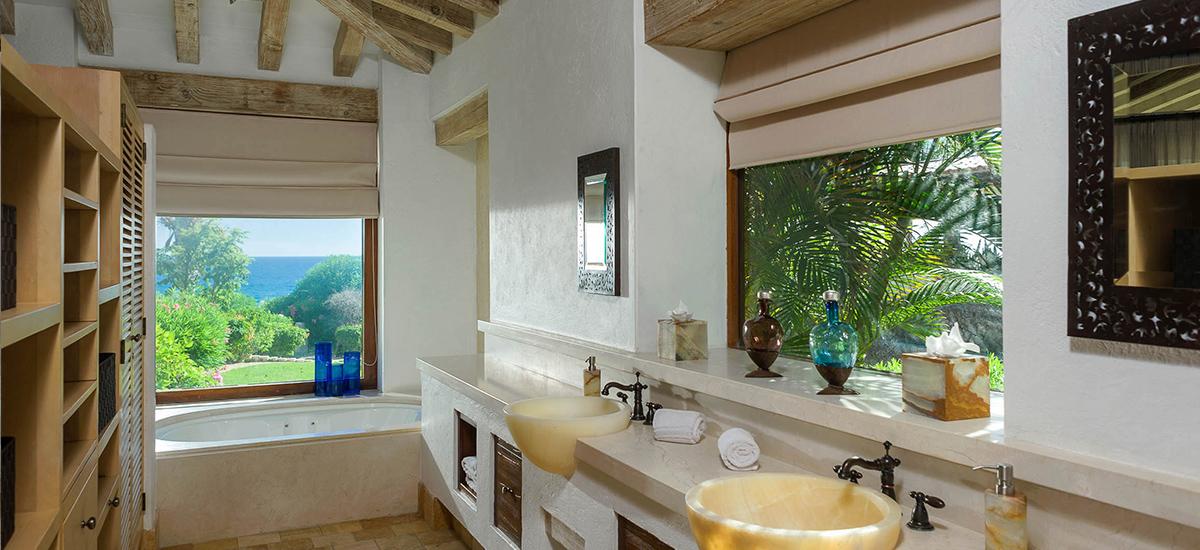 villa piedra blanca bathroom 2