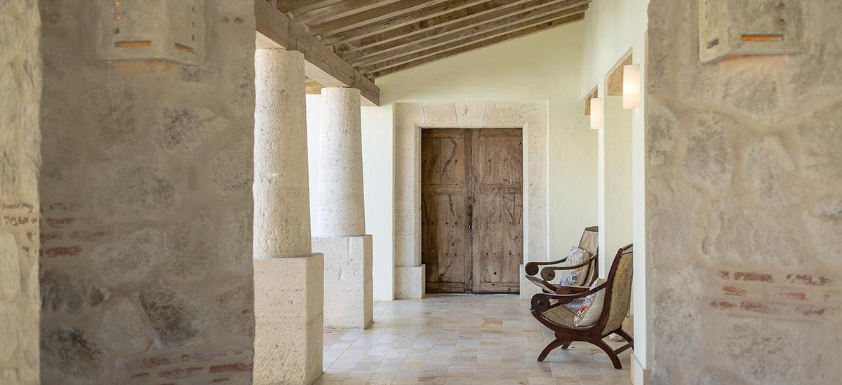 villa piedra blanca chairs