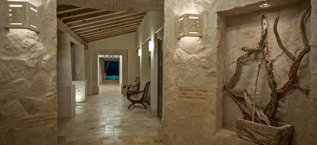 villa piedra blanca hall