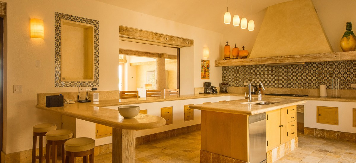 villa piedra blanca kitchen 2
