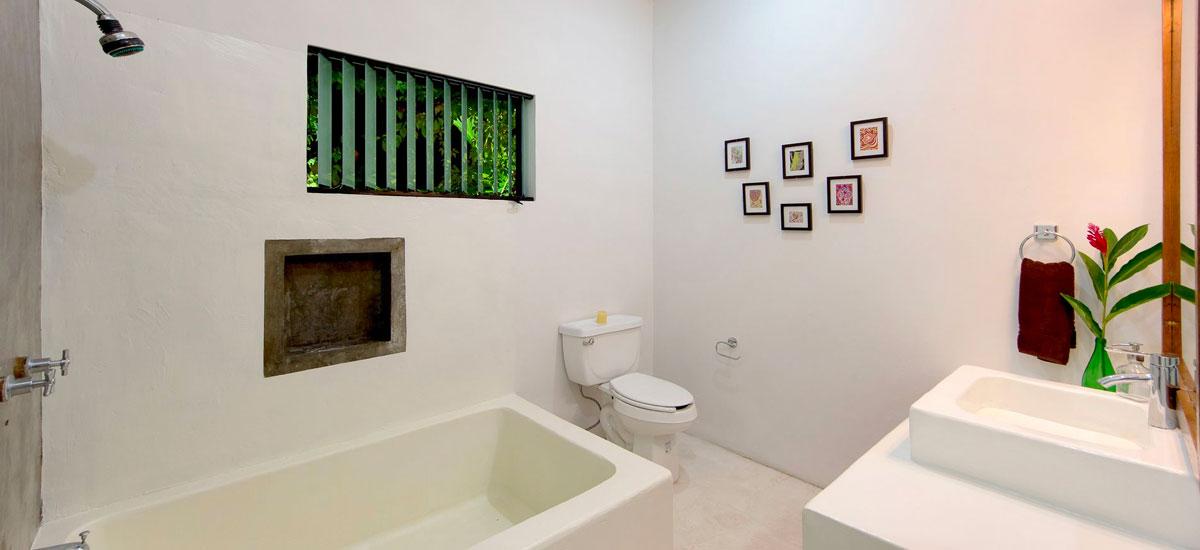 villa punta del cielo bathroom 3