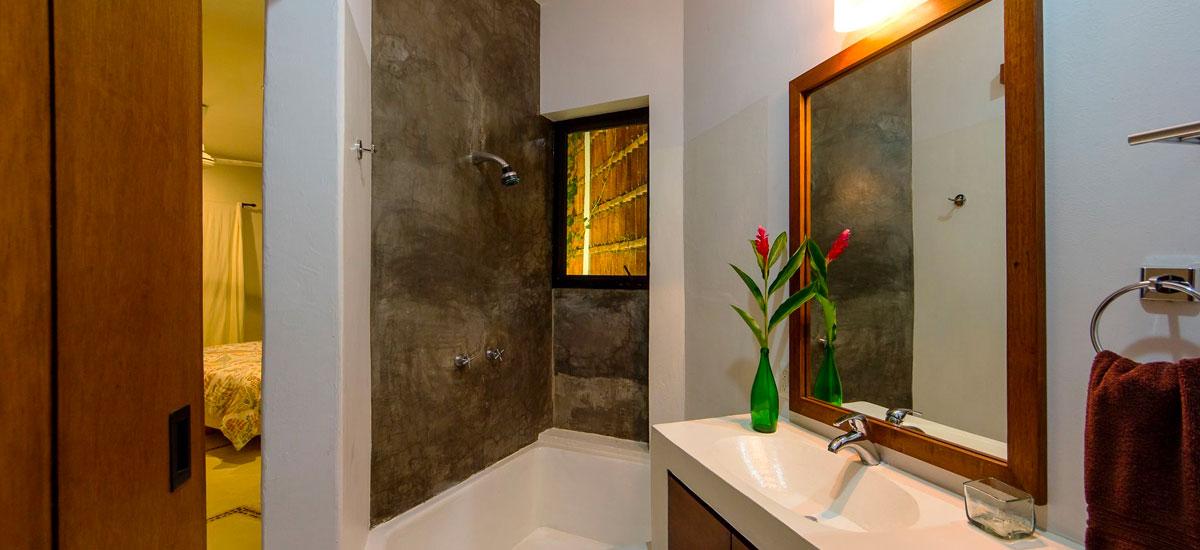 villa punta del cielo bathroom 4
