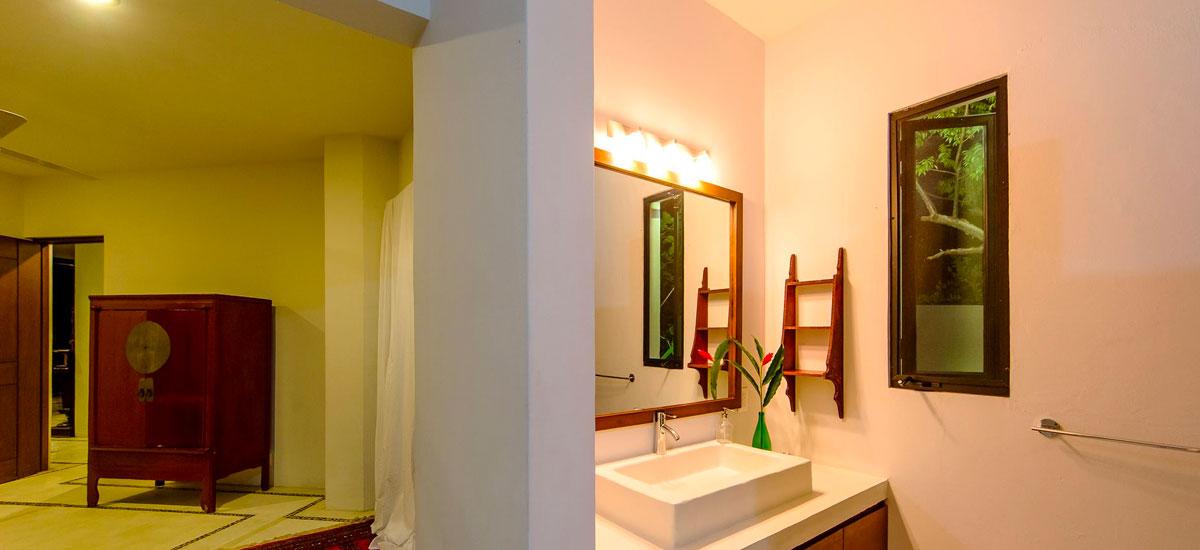 villa punta del cielo bathroom 5