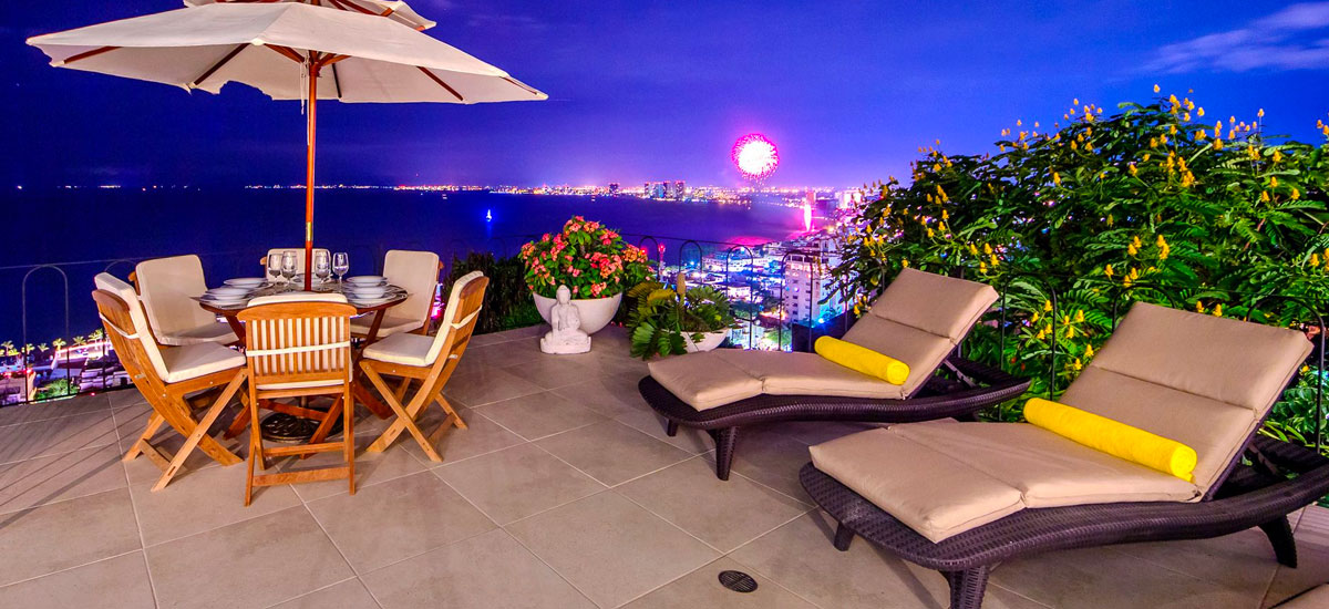 villa punta del cielo night view