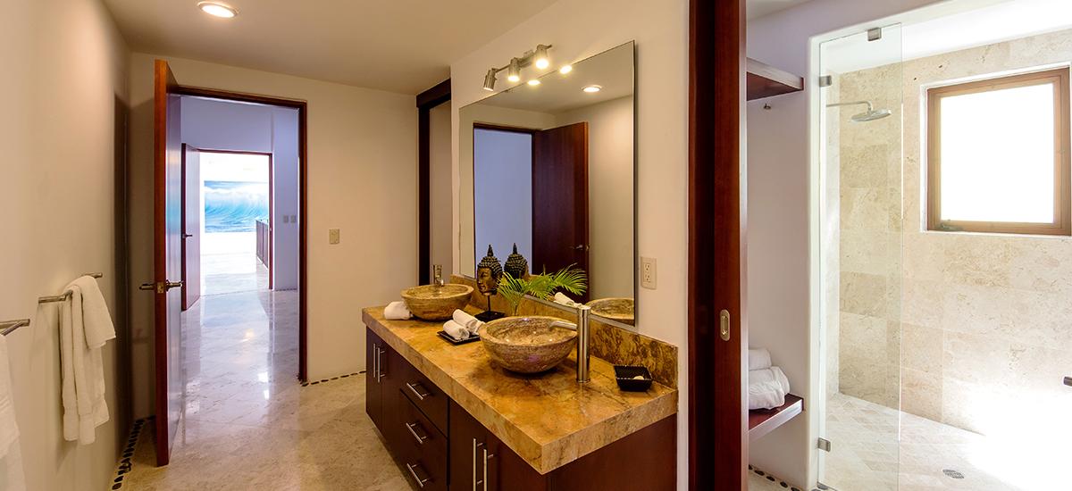santa cruz villa bathroom