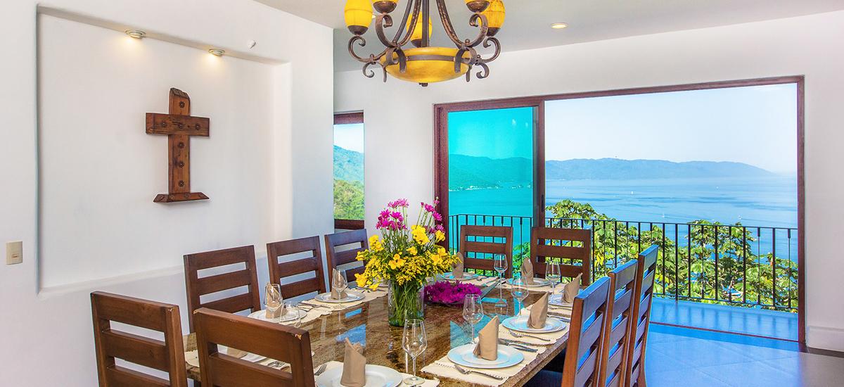 santa cruz villa dinner table