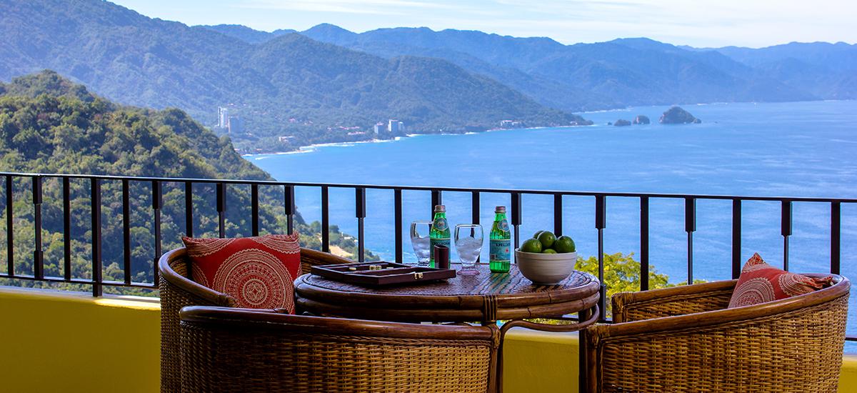 santa cruz villa table view