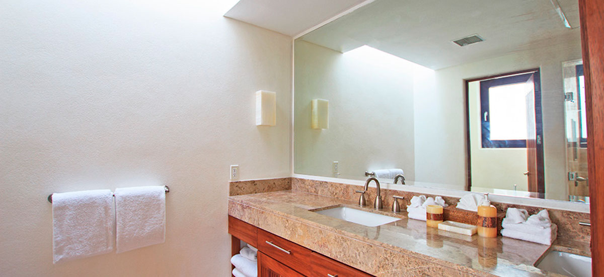 villa topacio bathroom