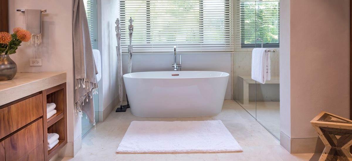 villa tres amores bath
