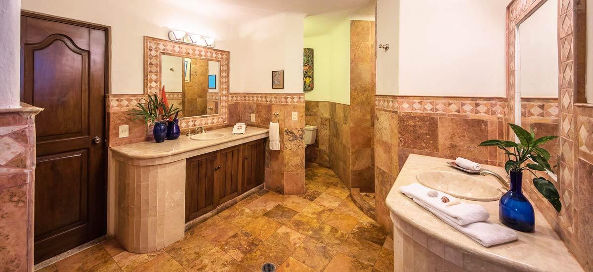 villa vista de aves bathroom